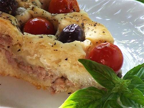 Placinta cu carne si cartofi detaliu