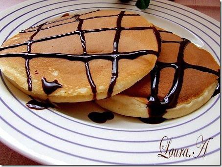 American pancakes cu sos de ciocolata