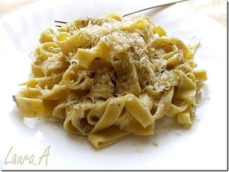 Tagliatelle cu sos gorgonzola detaliu