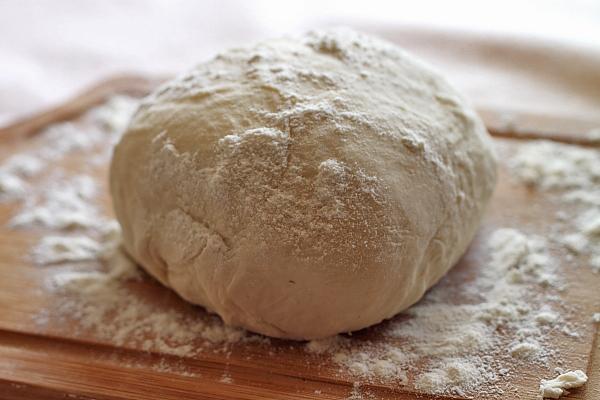 Mancare de pui sub capac de paine