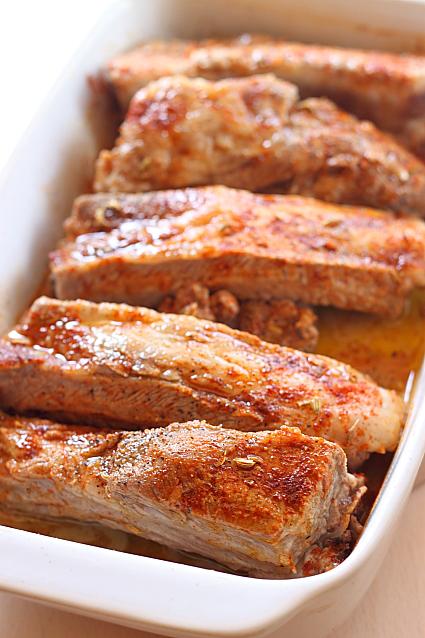Costite de porc cu seminte de fenicul - pregatire pentru cuptor