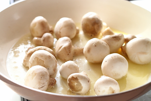 Costite de porc cu seminte de fenicul - ciuperci