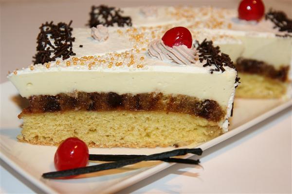 Tort cu rulada de capsuni si crema de vanilie - Reteta propusa de Miremic (Custom)