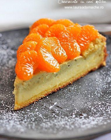 Cheesecake cu matcha si mandarine insiropate