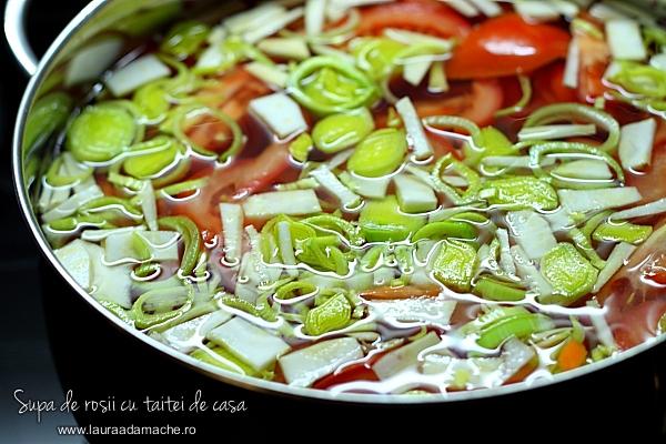 preparare-supa-de-rosii