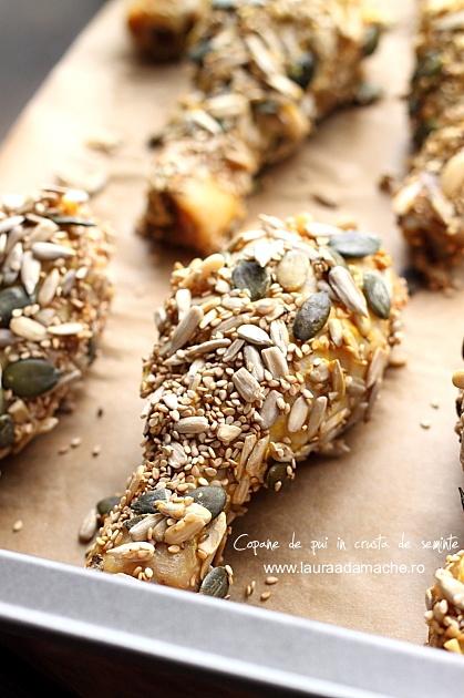 Copane de pui in crusta de seminte in tava