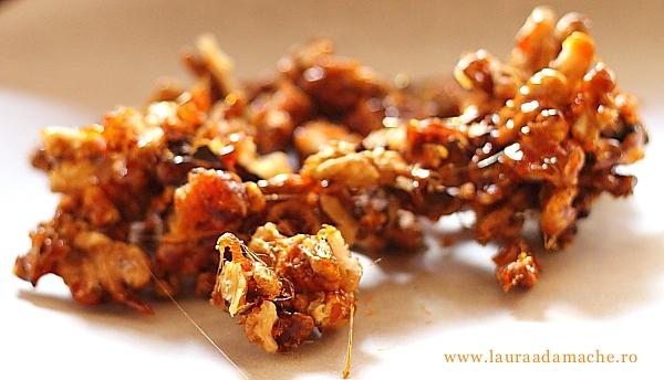 Tiramisù cu nuci caramelizate - preparare nuci