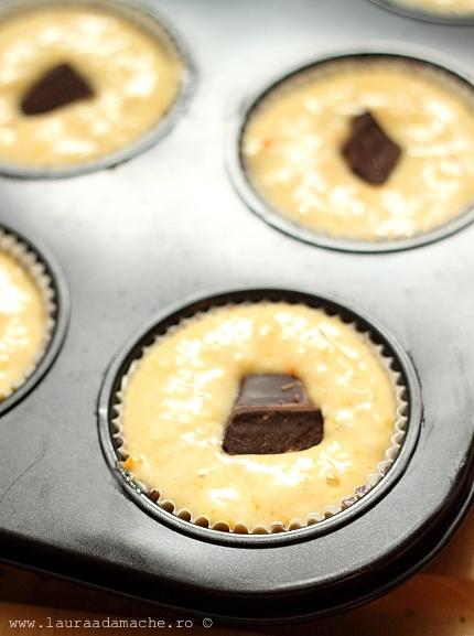 Muffins cu portocale si ciocolata in forma