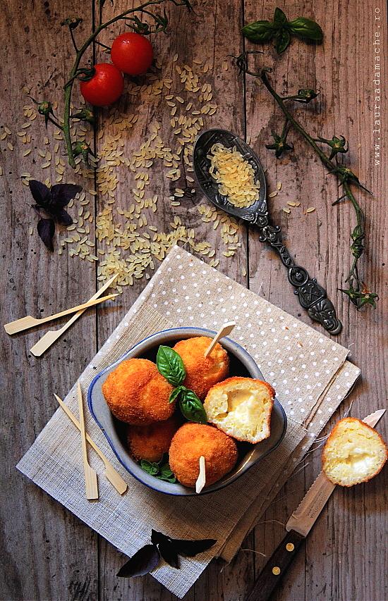 Crochete de orez umplute cu cascaval prajite