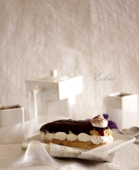 Eclere cu crema de cafea si glazura de ciocolata - detaliu ecler