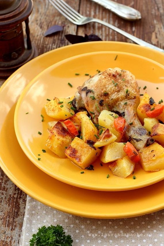 Pui cu cartofi la cuptor detaliu