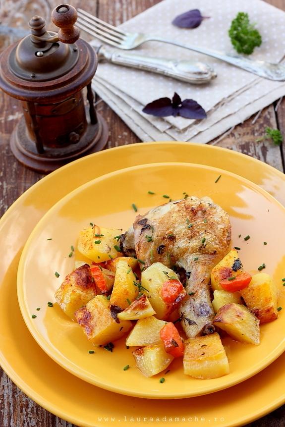 Pui cu cartofi la cuptor in farfurie