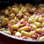 gnocchi de cartofi cu sunca in tigaie