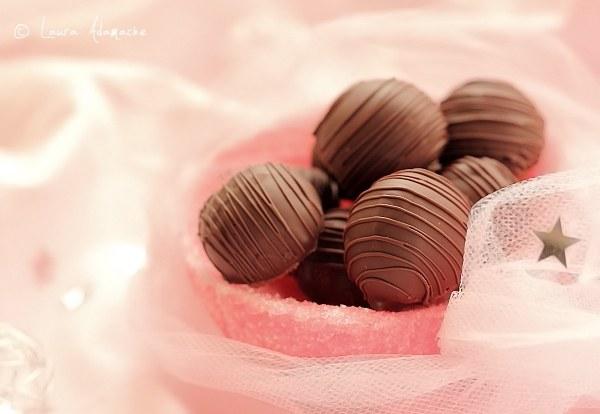 Bomboane de ciocolata si nuca de cocos detaliu