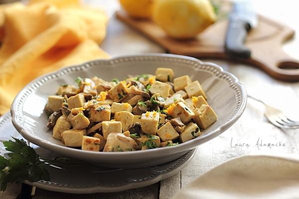Salata calda cu tofu si ciuperci - Reteta culinara de post