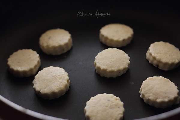 Biscuiti cu lamaie la tigaie