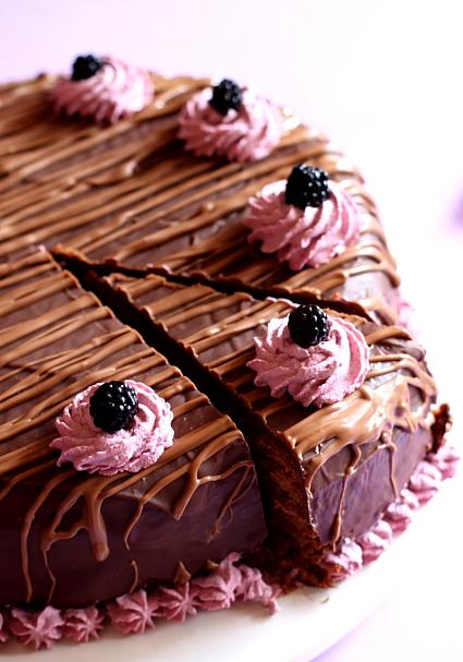Chocolate mud cake cu crema de mure 9