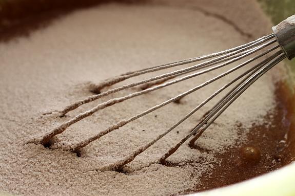 Chocolate mud cake cu crema de mure 3