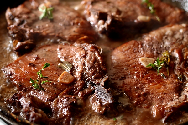 Cotlete de porc in sos de vin rosu - preparare sos