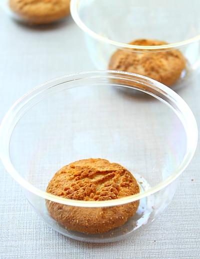 Crema de iaurt - biscuiti in cupa