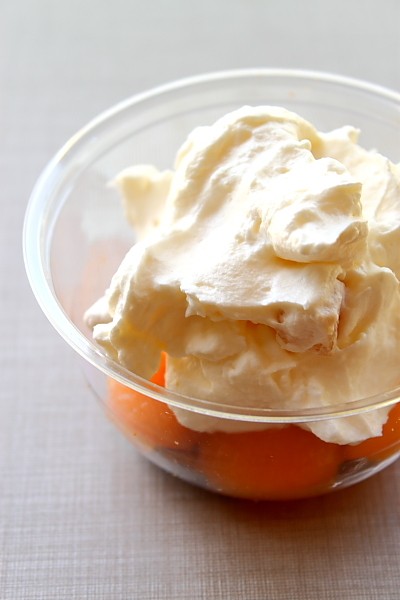 Crema de iaurt cu pepene galben in cupa