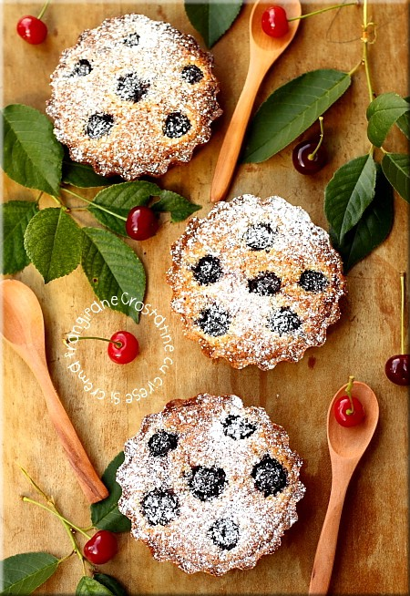 Mini tarte cu cirese si crema frangipane prezentare