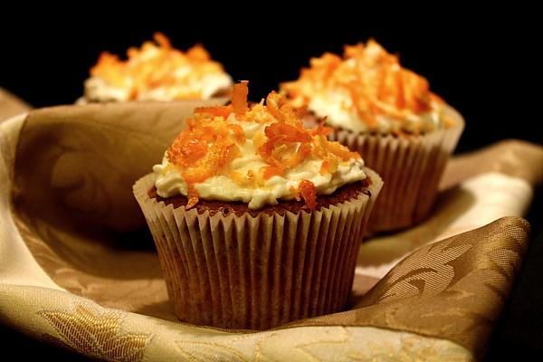 Cupcakes de morcovi cu alune coapte