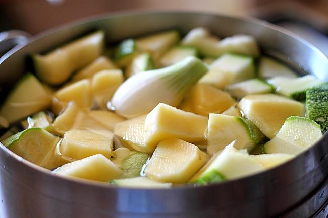 Supa crema de dovlecei si busuioc taiere legume