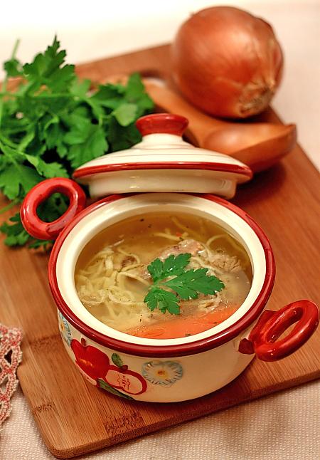 Supa de vaca cu taitei de casa detaliu