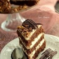 Tort de ciocolata cu crema de lapte si o lansare