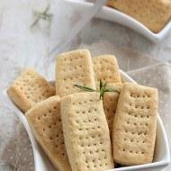 Biscuiti aperitiv pufosi
