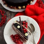 Tort de ciocolata cu crema de ciocolata alba
