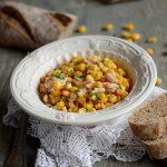 Salata calda de porumb
