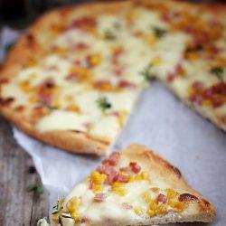 Sectiune pizza cu porumb
