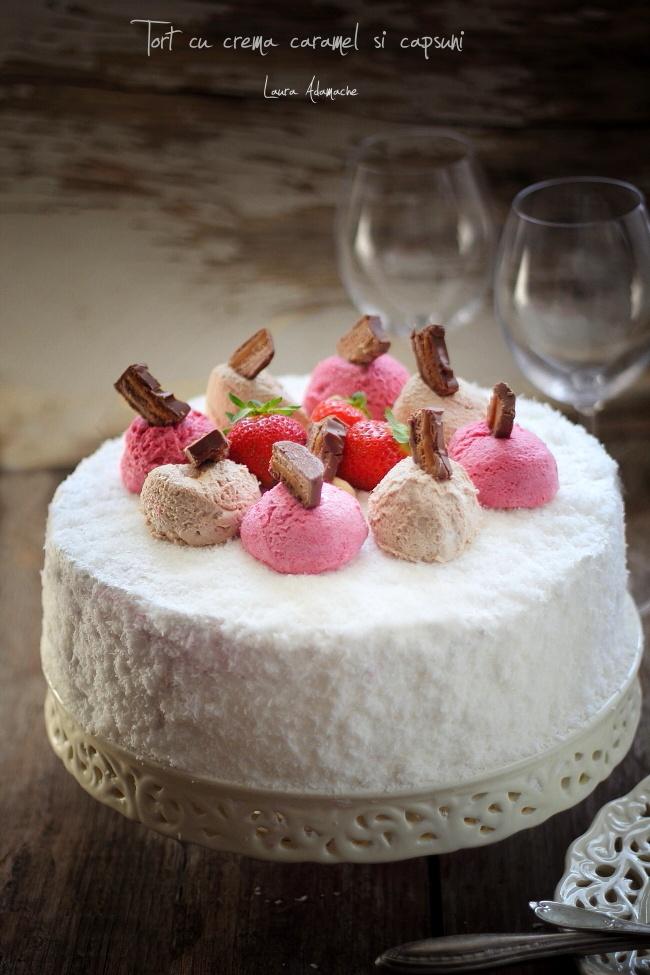 Detaliu tort cu crema de caspuni si Mars