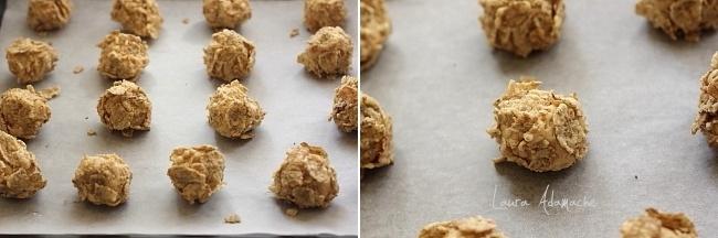 Biscuiti cu corn flakes in tava