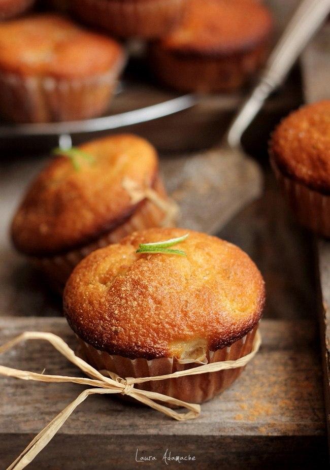 Detaliu-muffins-cu-mere-golden