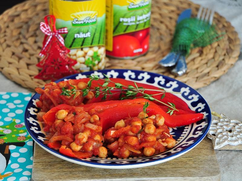 Ardei-copți-umpluți-cu-năut-și-roșii-Sun-Food