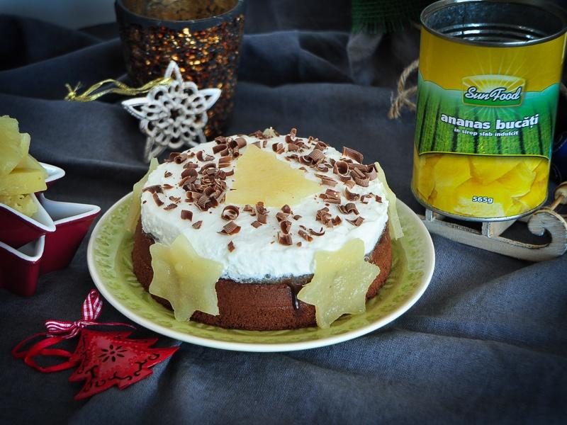 Juicy-brownie-cu-jeleu-de-ananas-și-frișcă