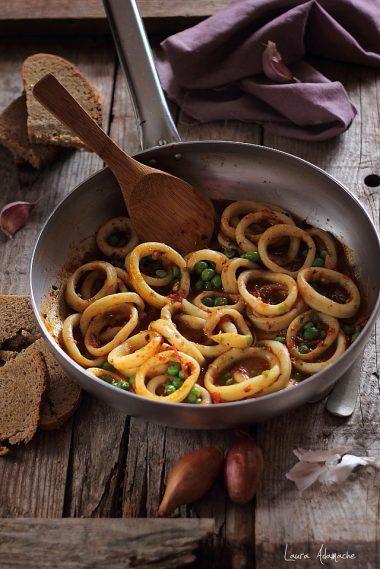 preparare-inele-calamari-mazare (1)