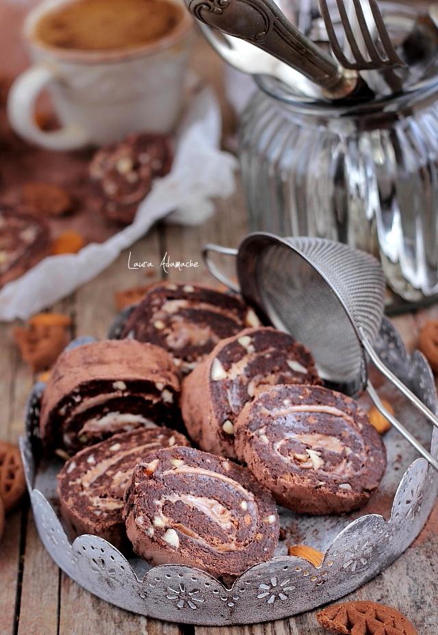 Rulada de biscuiti cu crema de ciocolata - detaliu