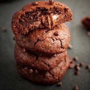 Biscuiti de ciocolata umpluti cu crema
