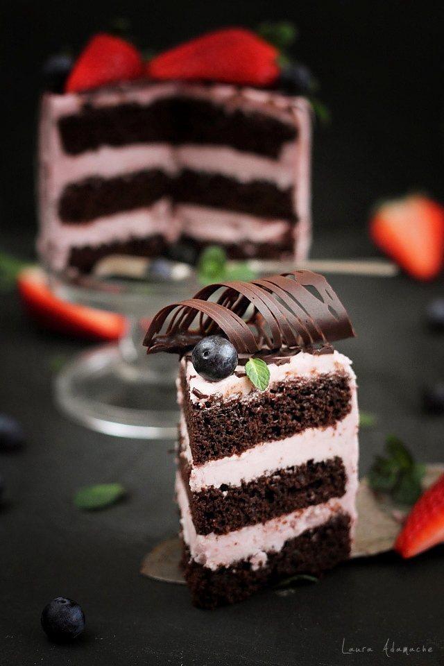 Mini tort cu crema de capsune detaliu felie