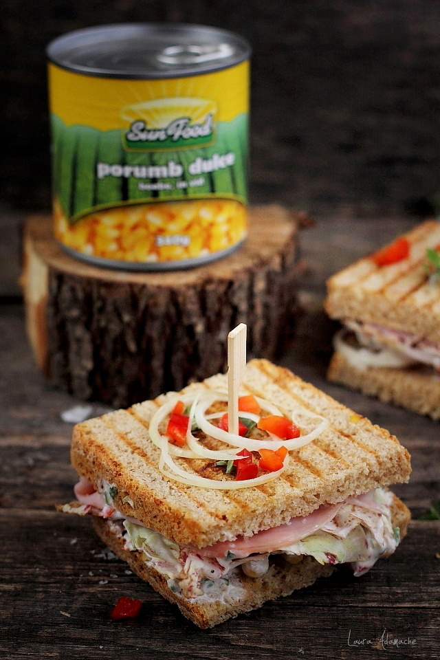 Sandwich cu porumb si sunca pentru picnic