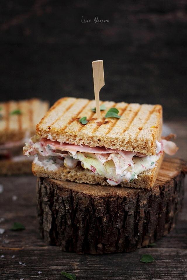 Sandwich cu porumb si sunca prezentare