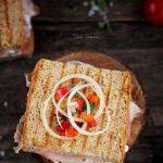Sandwich cu porumb si sunca