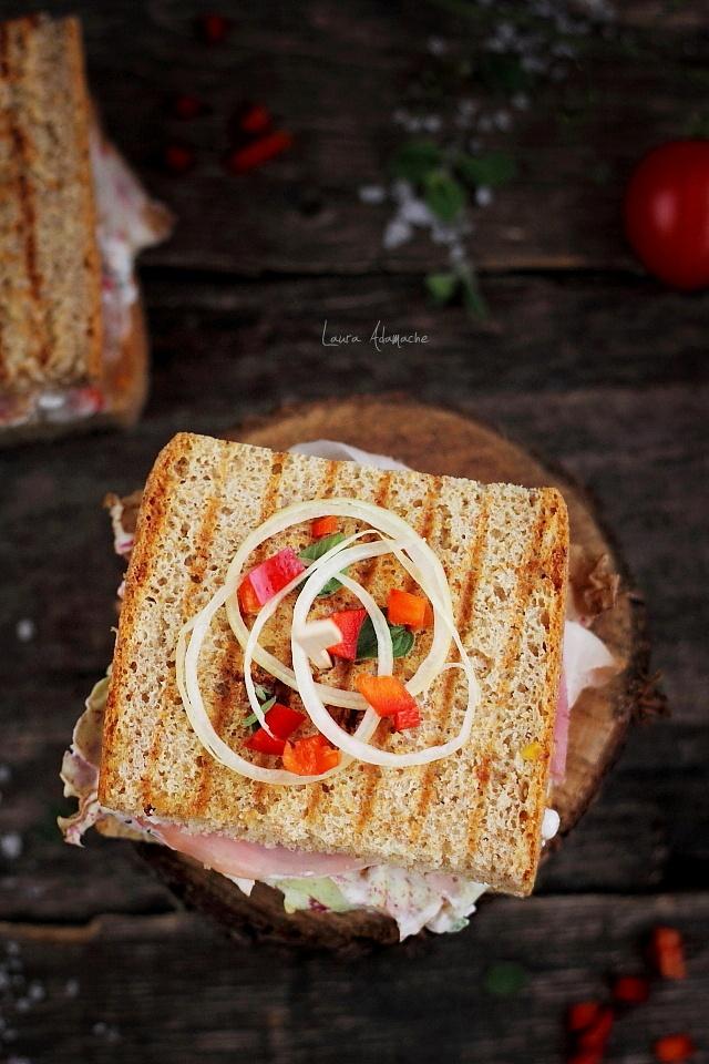 Sandwich cu porumb si sunca detaliu