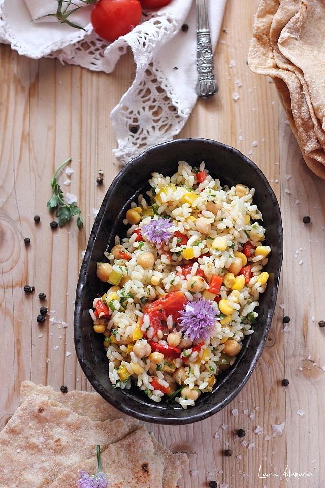Salata de orez si legume detaliu