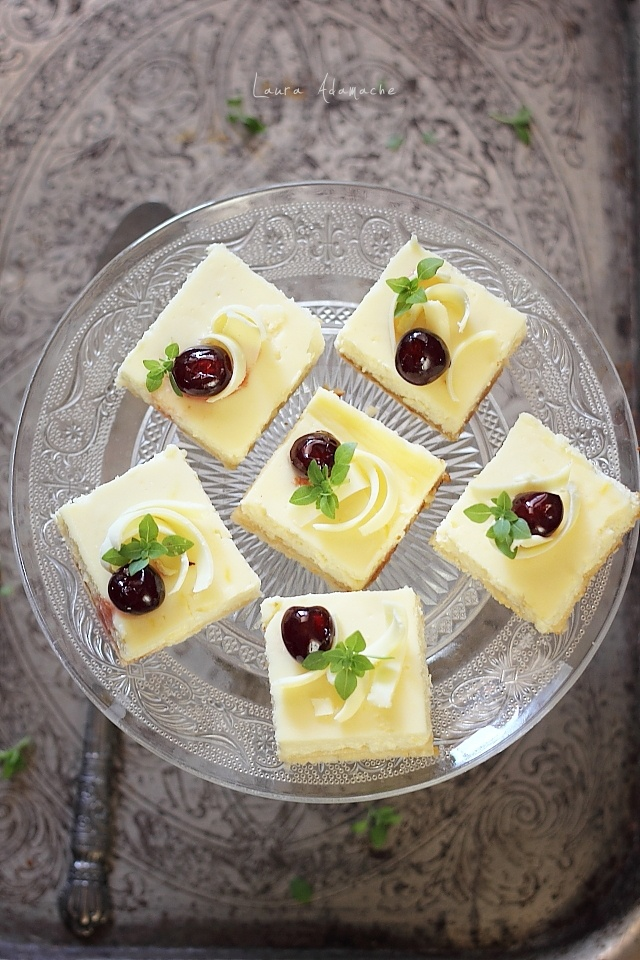 Cheesecake cu napolitane pe platou
