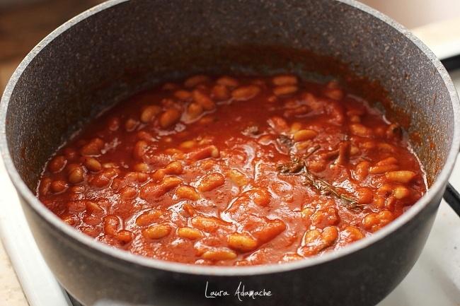 Mancare italiana de fasole in cratita